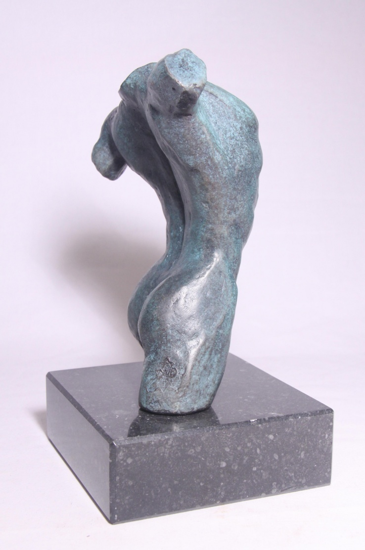 mannenbeeld van brons - torso met sokkel