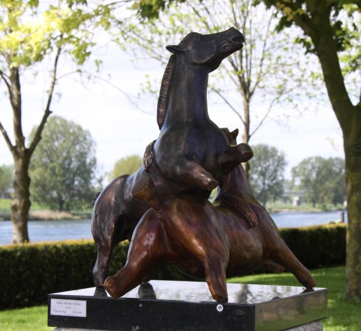 Paardenbeeld van brons