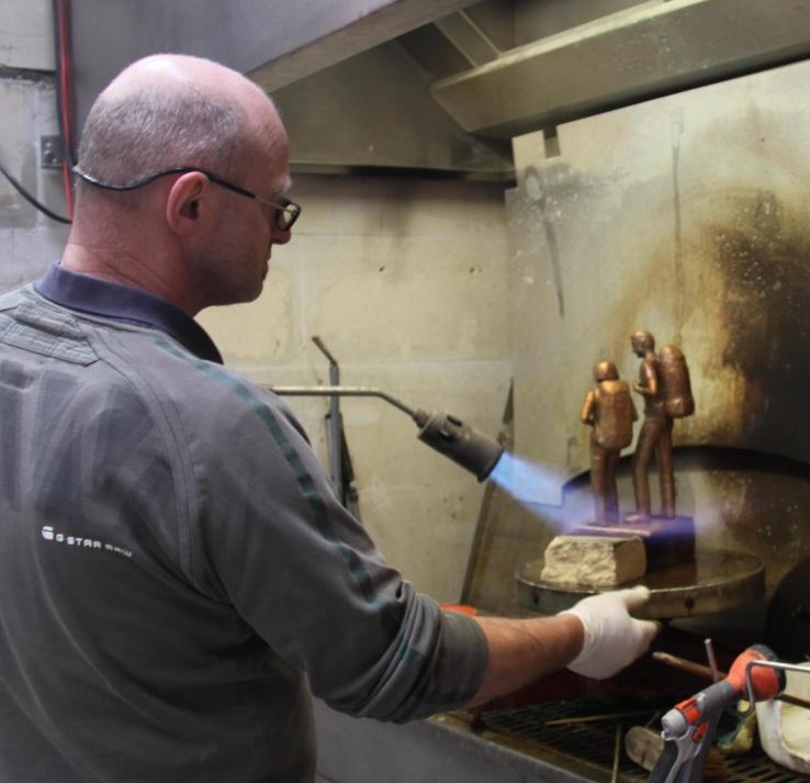 Patineren van bronzen beelden