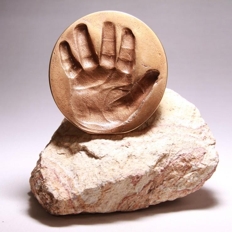Afscheid - handje in brons