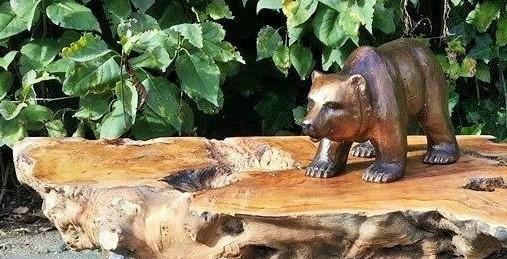 Grizzly beer - bronzen beeld op olijfhout