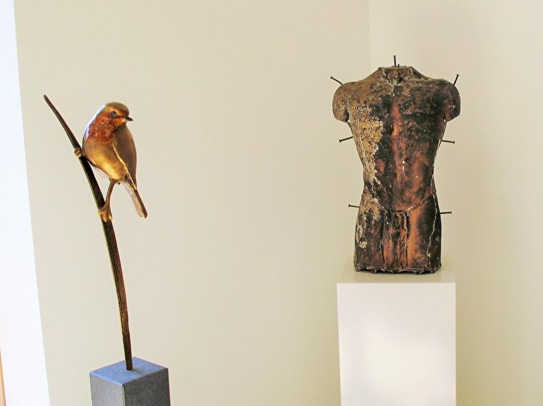 Galerie met bronzen kunstwerken