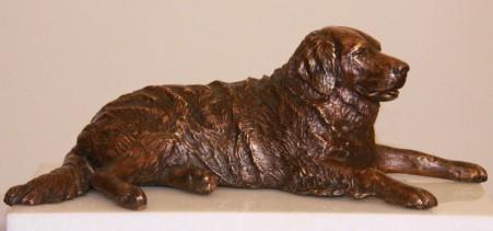 bronzen beeld hond