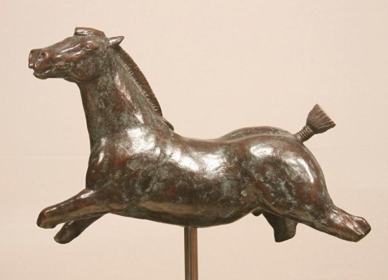 Paardenbeeld in brons