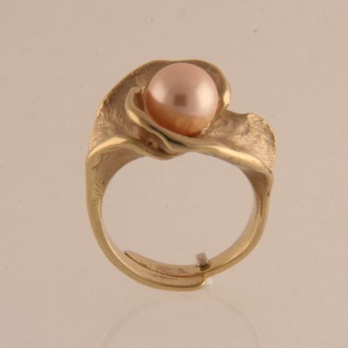 Sieraden, brons: het nieuwe goud - ring met parel