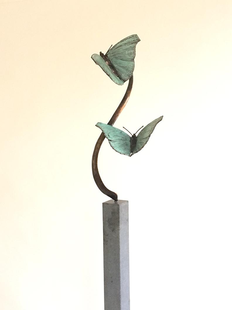 twee bronzen vlinders voor huwelijk of herinnering