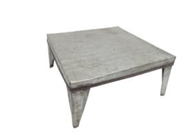 Oud ijzeren tafeltje