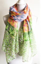 Sjaal met mooie vrolijke kleurtjes.