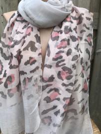 Grijze sjaal met roze panterprint.