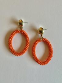 Oranje oorbellen met kleine kraaltjes | Koningsdag