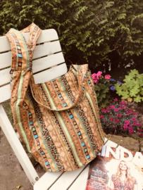 Zomerse schoudertas met prachtige kleuren.