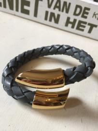 Prachtige armband is buigbaar, dus past altijd.