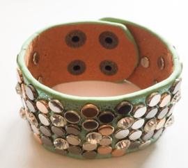 Trendy armband | mint met studs.