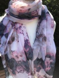 Zomerse sjaal met prachtige kleurtjes.