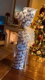 Mooie Kerstcadeau verpakking voor een wijnfles.