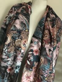 Prachtige zachte sjaal met bloemen en panterprint.
