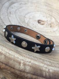 Zwarte armband met sterren.