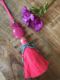 Roze hanger voor aan je tas.