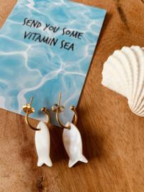 Zomerse oorbellen met vis schelpjes | kleur goud