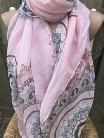 Oudroze sjaal met mooie print.