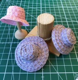 Hoedjes maken van Hoedenstro voor het poppenhuis