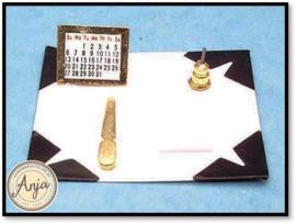 D1392 Bureaublad met schrijfaccessoires