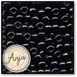 16014 Glass Pony Beads Black 4mm