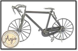 DF588 - Zilverkleurige metalen racefiets