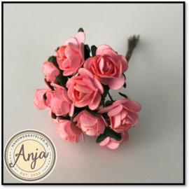Bosje van 12 roze papieren roosjes