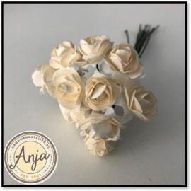 Bosje van 12 ivoren papieren roosjes