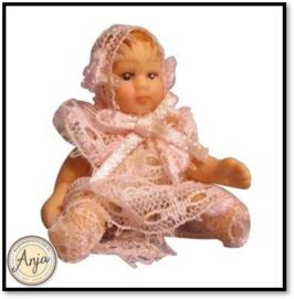 DP156 Babypopje roze kleding