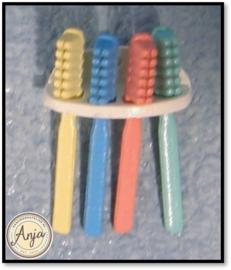 D617 - Houder met tandenborstels
