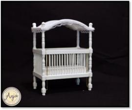 23304 - Kinderbedje met hemeltje, wit