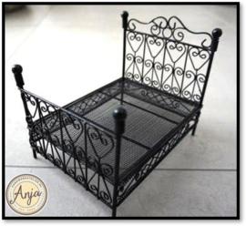 DF501 - Zwart metalen bed