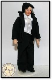 PD167 Jongeman keurig in zwart pak