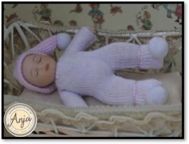 DP117 Babypopje slapend