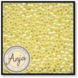 02002 Glass Seed Beads Yellow Creme