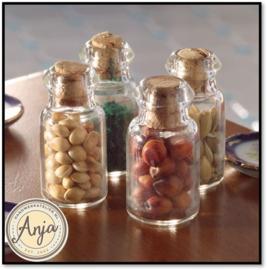4410 Glazen potten met kruiden