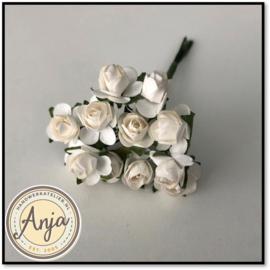 Bosje van 12 witte papieren roosjes