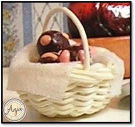 FD77 Chocolade eieren in mandje