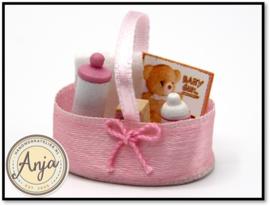 TA221 Roze babymandje met inhoud