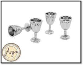 Vier zilveren drink kelken