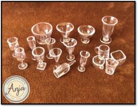 17 delig glazen, mokken en bekers
