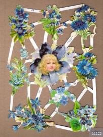 Meisje met korenbloemblauwe poëzieplaatjes 7101