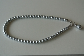 Parelketting zilverkleur met kapittel slot