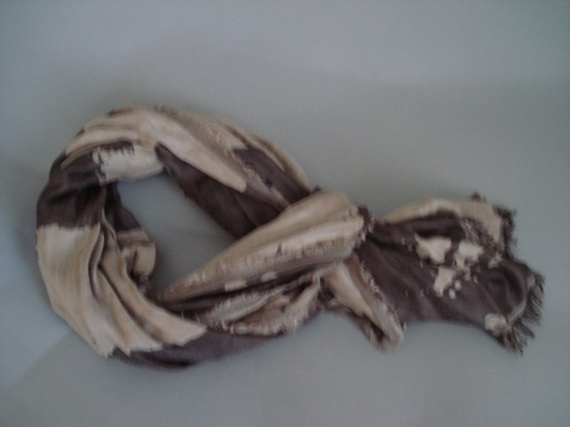 sjaal van zand met taupe