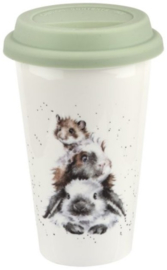Wrendale Designs Travel Mug 'Piggy in the Middle' -konijn, cavia en muis-