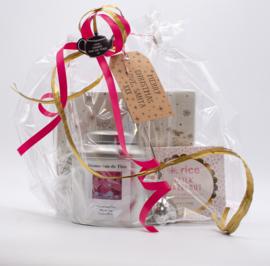 Kerstpakket blikje kerstthee met kerst servetten,  zeefje & choco