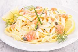 Pasta met zalm en pesto roomsaus (1kg)