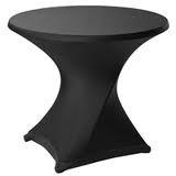 Statafel met zwarte slim-fit rok